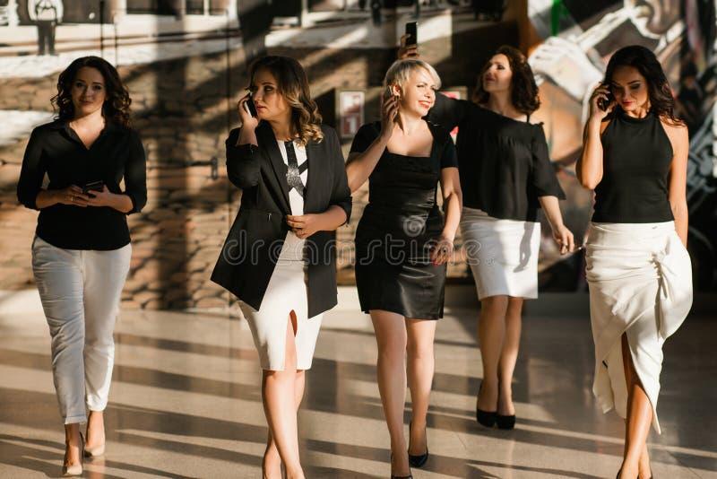 Concept plein d'assurance de femmes d'affaires images stock