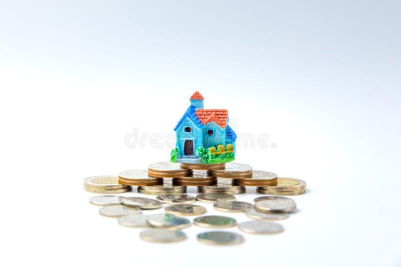 Concept pour l'échelle, l'hypothèque et l'investissement immobilier de propriété images libres de droits
