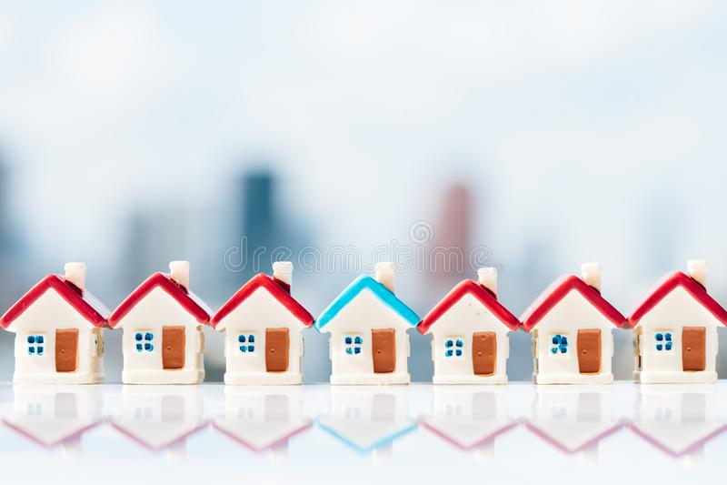 Concept pour l'échelle, l'hypothèque et l'investissement immobilier de propriété image libre de droits