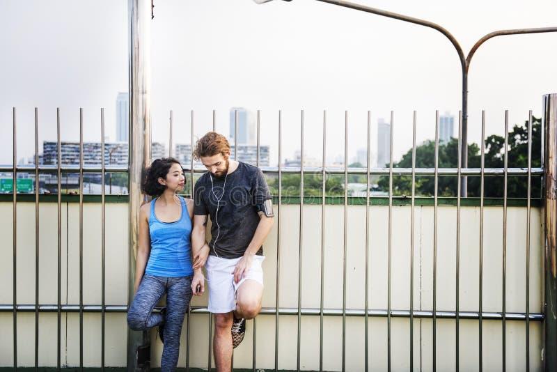 Concept sain de mode de vie de séance d'entraînement d'exercice de couples photographie stock