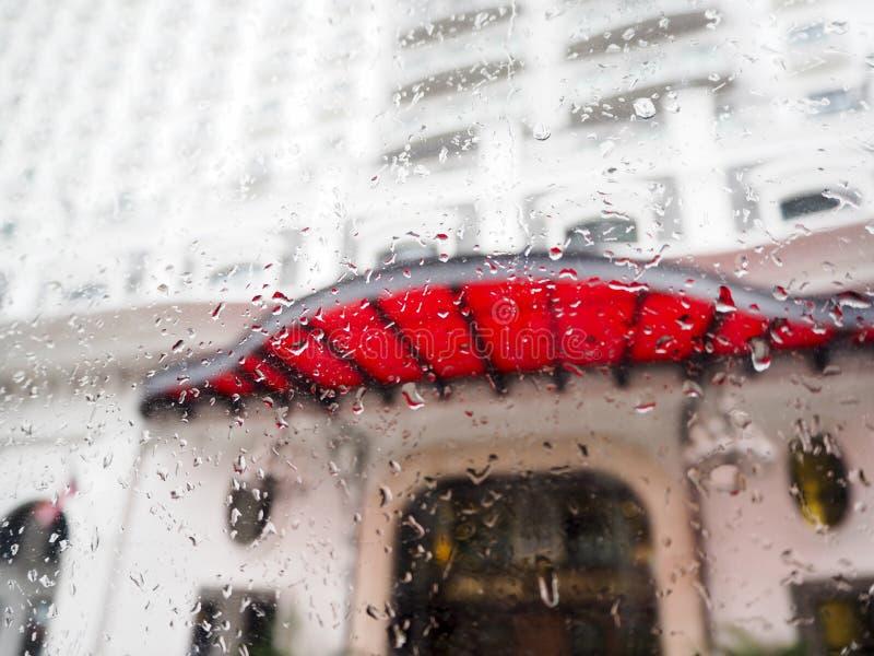 Concept sale de bruine de tache floue d'abrégé sur rue de tempête de pluie images libres de droits