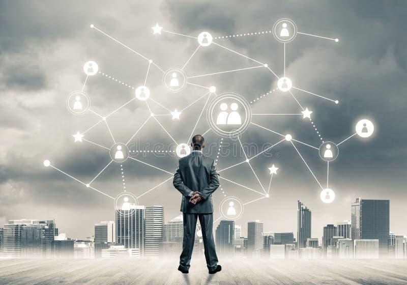 Concept social de connexion dessiné sur l'écran comme symbole pour le travail d'équipe images libres de droits