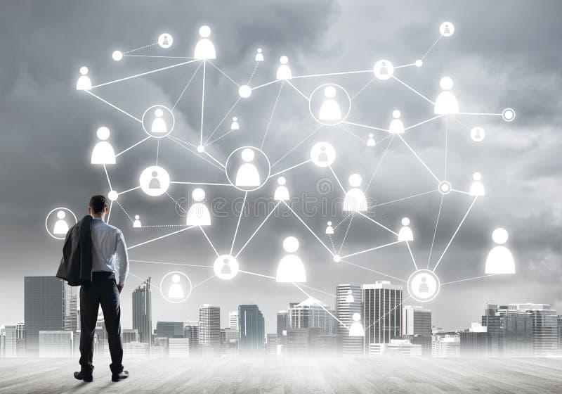 Concept social de connexion dessiné sur l'écran comme symbole pour le travail d'équipe et la coopération image stock