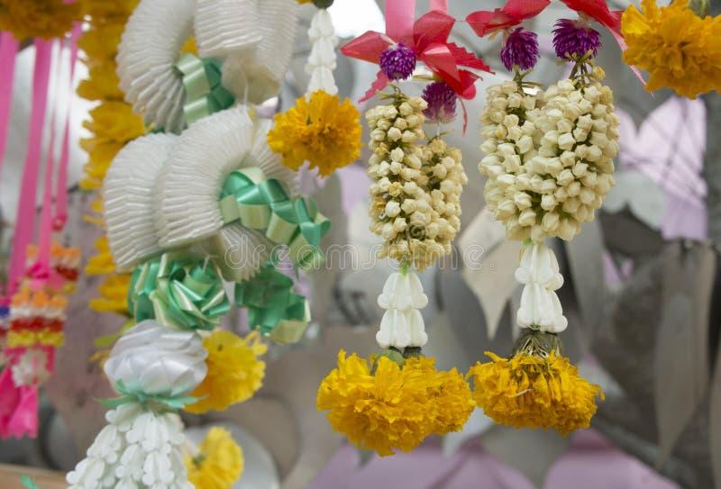 Concept spirituel de culte de fleur de décoration de guirlande photos stock