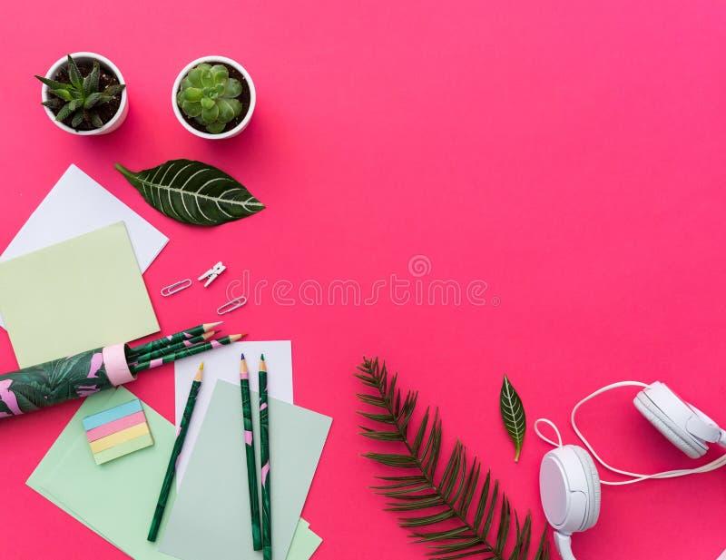 Concept stationnaire, photo plate de configuration des ciseaux, images stock