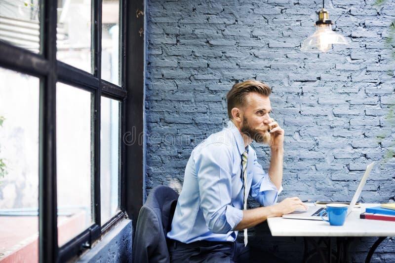 Concept travaillant de Laptop Planning Strategy d'homme d'affaires photos stock