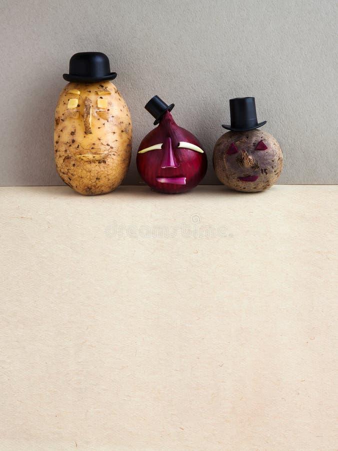 Concept végétarien de nourriture Betteraves d'oignon rouge de pomme de terre de Senor Vieilles usines de caractères de style de m photo libre de droits