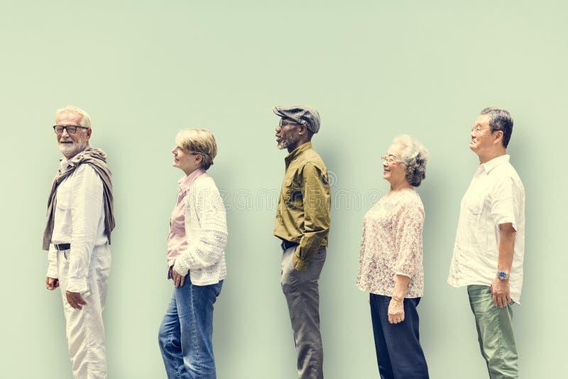 Concept van de de Vriendenlevensstijl van diversiteits het Hogere Mensen stock foto