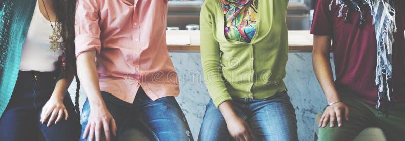 Concept van de de Vriendenvriendschap van tienerjarenstudenten het Universitaire stock afbeelding