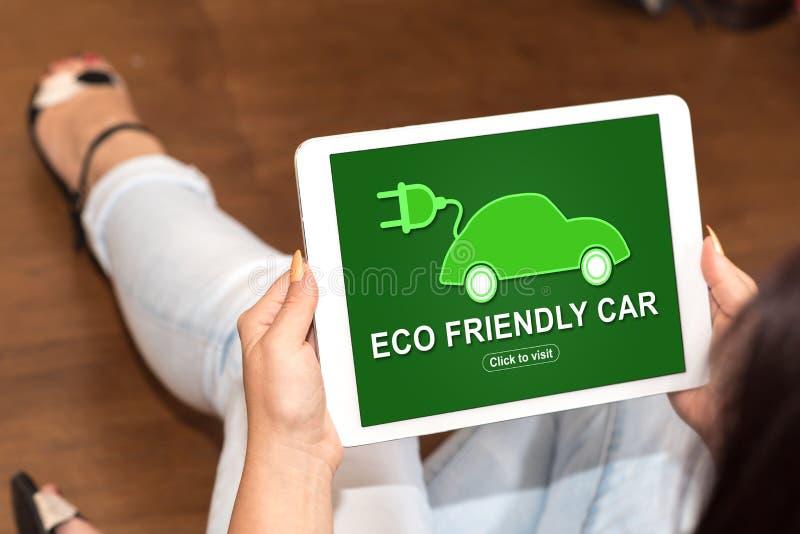 Concept van de Eco het vriendschappelijke auto op een tablet royalty-vrije stock fotografie