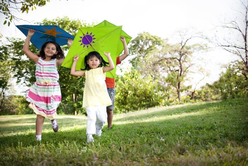 Concept van de het Kind het Toevallige Vrolijke Vrije tijd van het vliegerjonge geitje in openlucht royalty-vrije stock fotografie