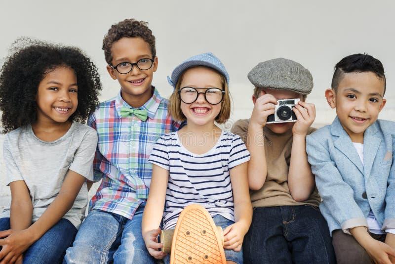Concept van het de Samenhorigheids het Speelse Geluk van de kinderenvriendschap stock foto