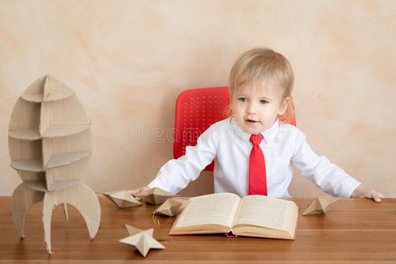 Concept van het onderwijs, het start en bedrijfsidee stock afbeelding