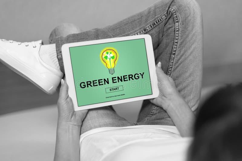 Concept vert d'énergie sur un comprimé image stock