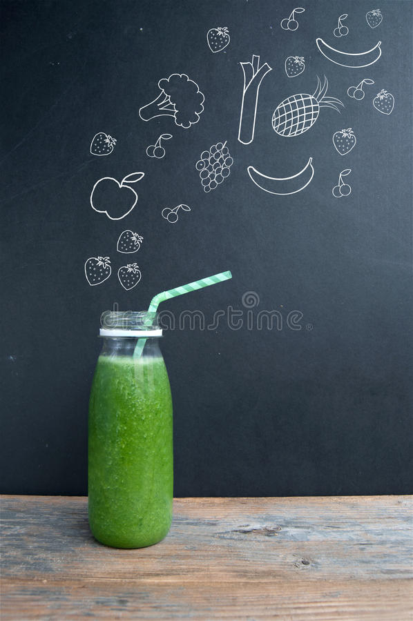 Concept vert de régime de smoothie photos stock