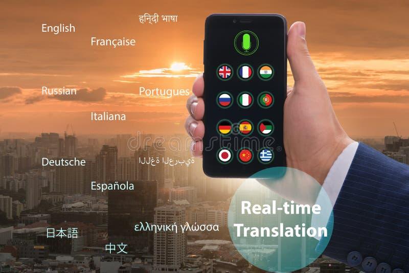 Concept vertaling in real time met smartphone app royalty-vrije stock afbeeldingen