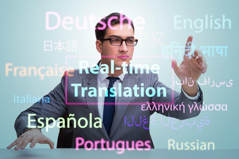 Concept vertaling in real time van vreemde taal stock foto