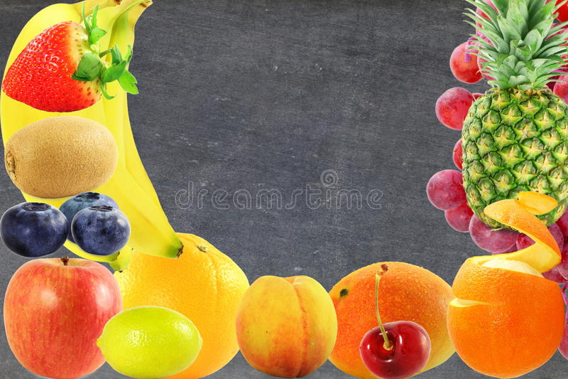 Concept vivant sain de style de vie de nourriture de fruits de fond mélangé de tableau noir photo stock