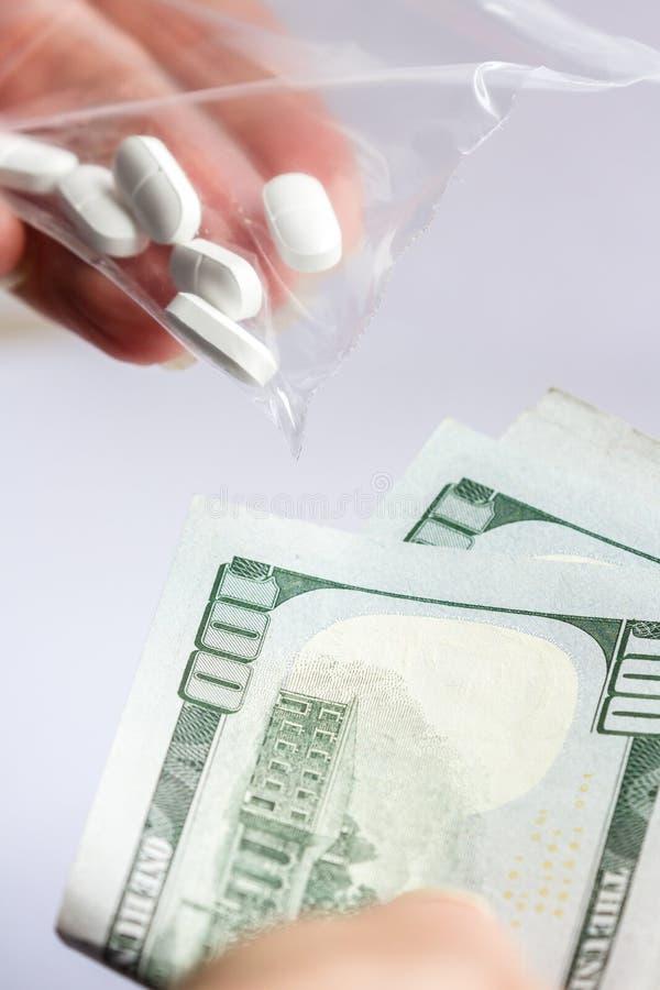 Concept voor de kosten van pillen royalty-vrije stock afbeelding