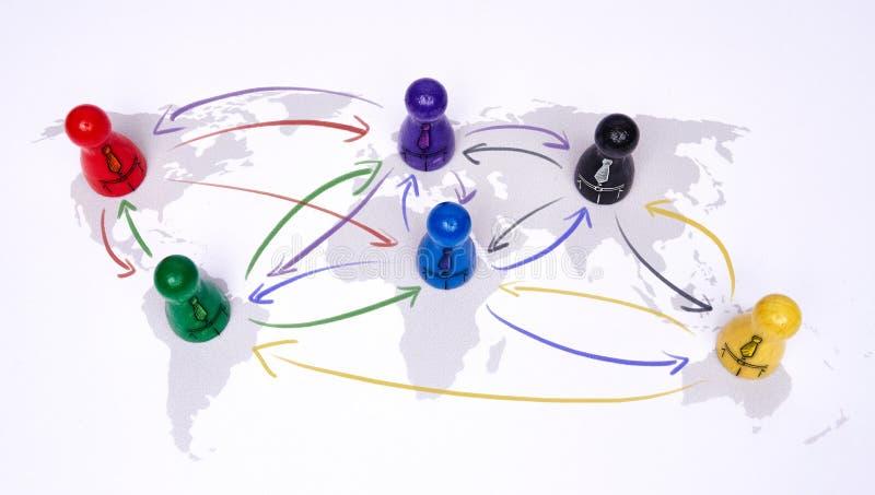 Concept voor globalisering, globale zaken, reis of globale verbinding Kleurrijke cijfers met het verbinden van pijlen stock afbeeldingen