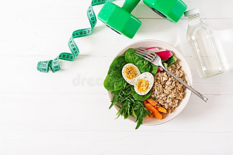 Concepten gezond voedsel en sportenlevensstijl Vegetarische lunch Gezonde ontbijt Juiste voeding Hoogste mening Vlak leg royalty-vrije stock afbeeldingen