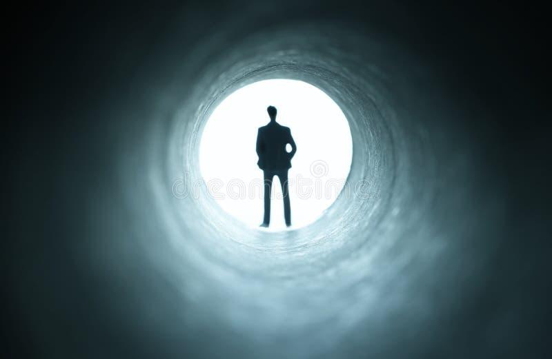 Conceptenbeeld van het zien van het Licht aan het eind van de Tunnel sc.i-FI of geheimzinnigheid, uitstekende tonen stock afbeeldingen