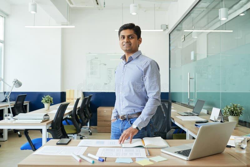 Concepteur d'UX d'Indien photos libres de droits