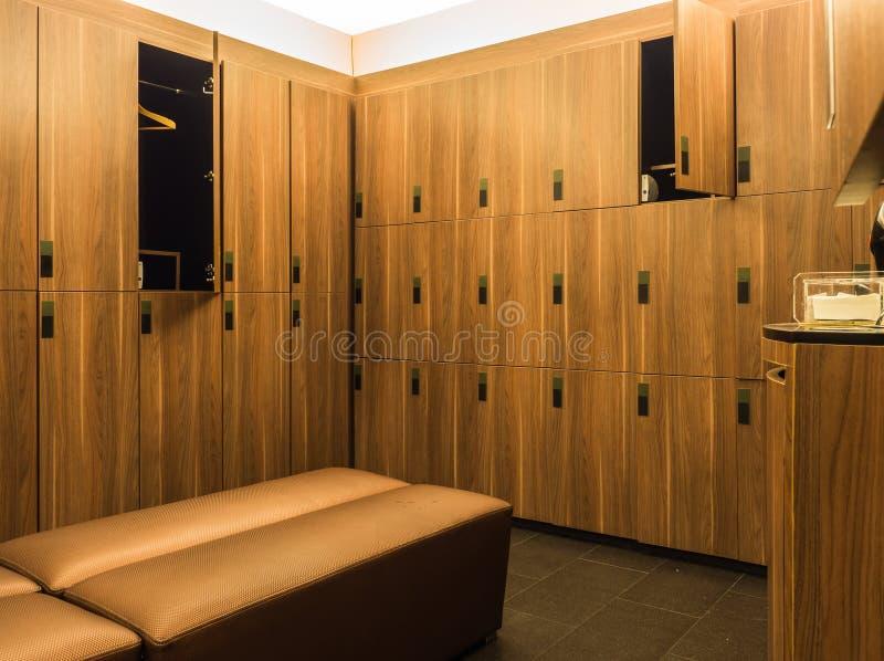 Conception des casiers en bois modernes photographie stock libre de droits