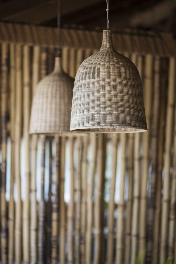 Conception intérieure d'abat-jour de paille et en bambou images stock