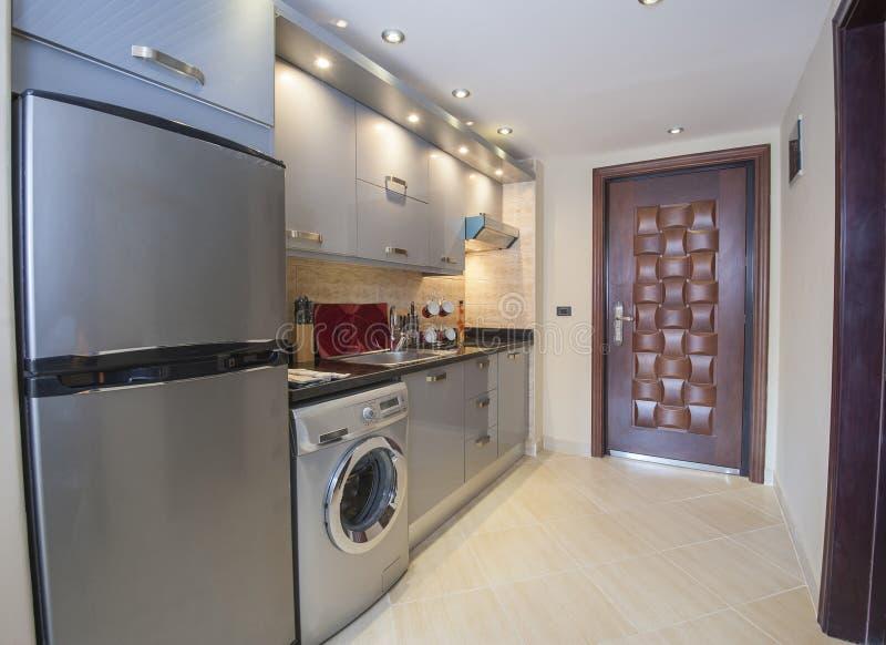 Conception intérieure de cuisine d'appartement de luxe images stock
