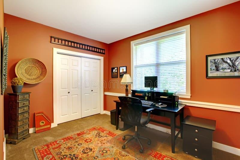 Conception intérieure de Home Office avec l'orange. photographie stock libre de droits