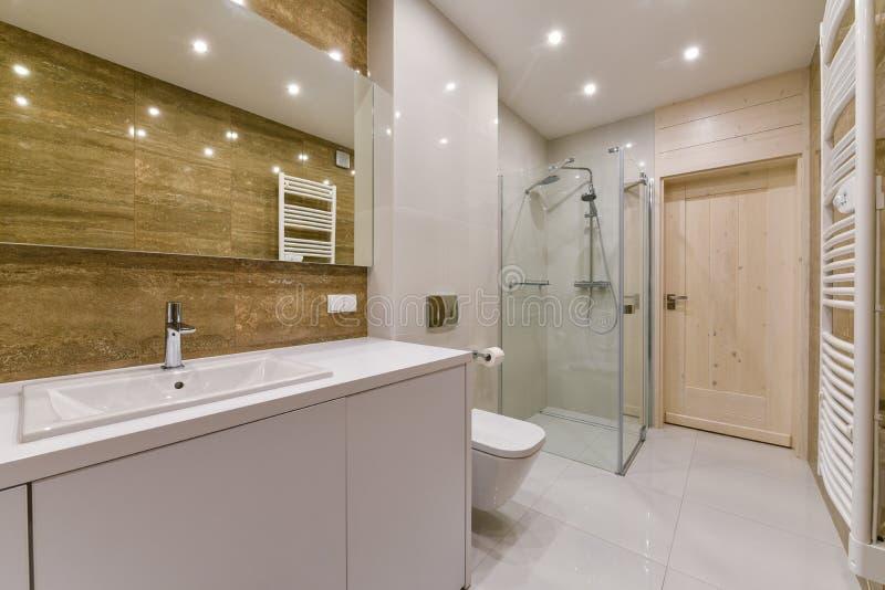 Conception intérieure de salle de bains photos stock