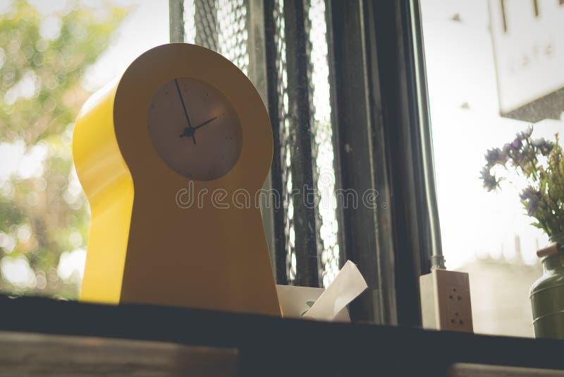 Conception moderne d'horloge photographie stock
