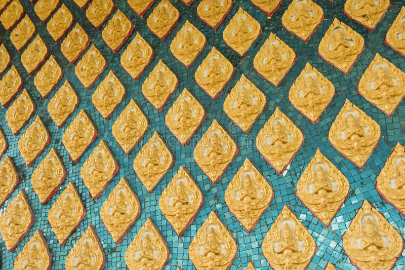 Conception thaïlandaise d'art de mur de temple photos stock