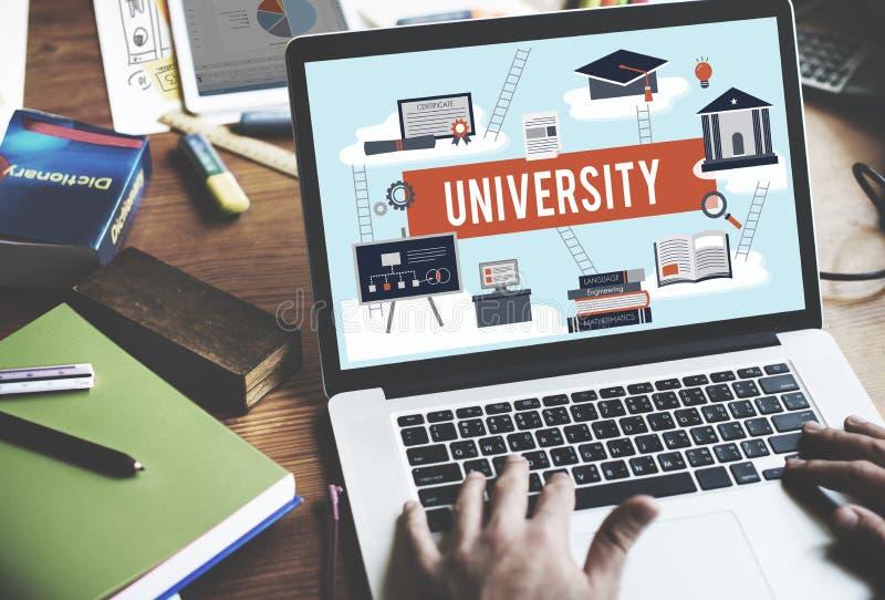 Concepto académico de la educación universitaria del campus de la universidad imágenes de archivo libres de regalías