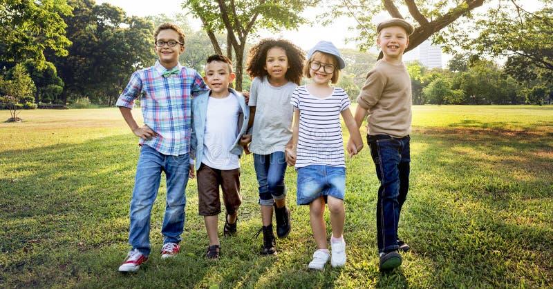 Concepto activo del parque del descendiente de los niños de la niñez del niño fotos de archivo libres de regalías
