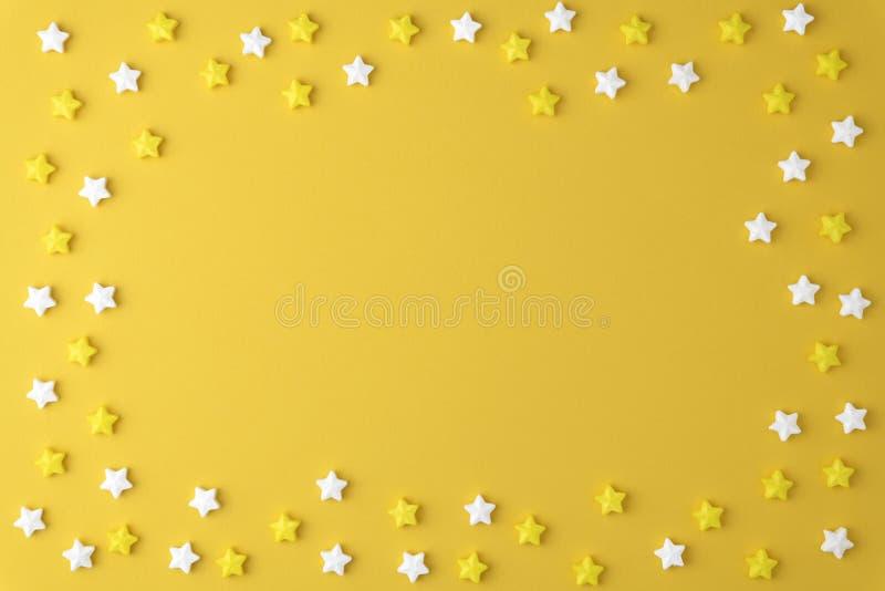 Concepto apetitoso sabroso puesto plano de la visión superior, modelo colorido de la estrella de la melcocha dulce mínima del car imágenes de archivo libres de regalías