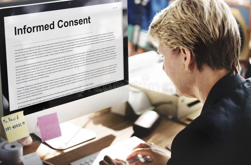 Concepto asesor del acuerdo de la cirugía del consentimiento informado foto de archivo