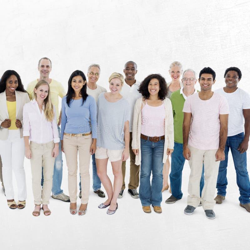 Concepto casual de la comunidad de la pertenencia étnica del grupo de la diversidad de la gente imagen de archivo