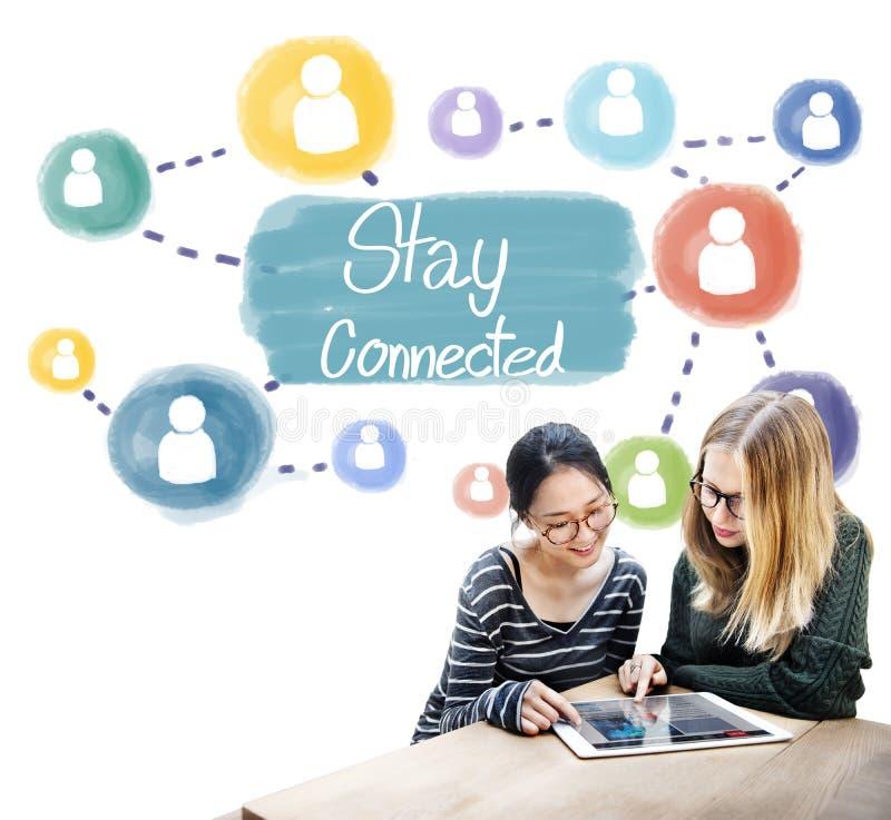 Concepto conectado estancia de Internet del establecimiento de una red de la comunicación fotografía de archivo