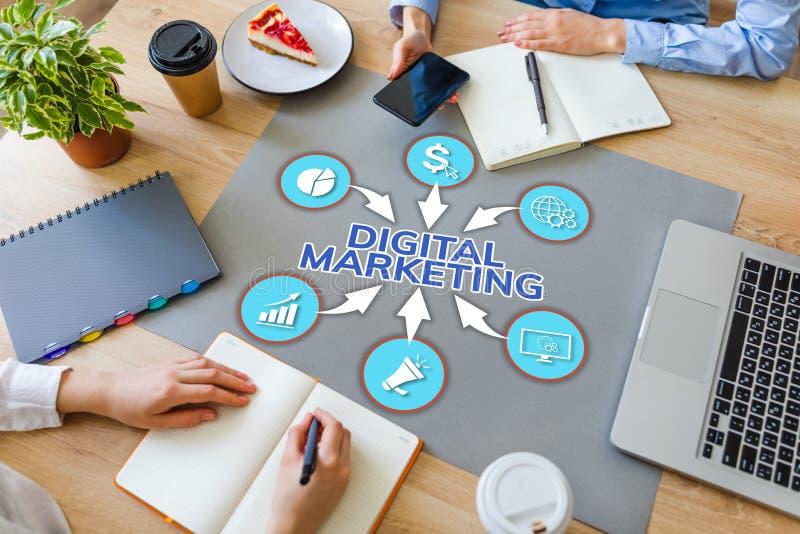 Concepto contento de la publicidad online de la gestión de la optimización del motor de SEO Search del márketing de Digitaces en  fotografía de archivo