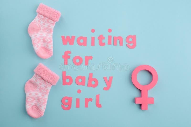 Concepto creativo de la anticipación del bebé imagen de archivo