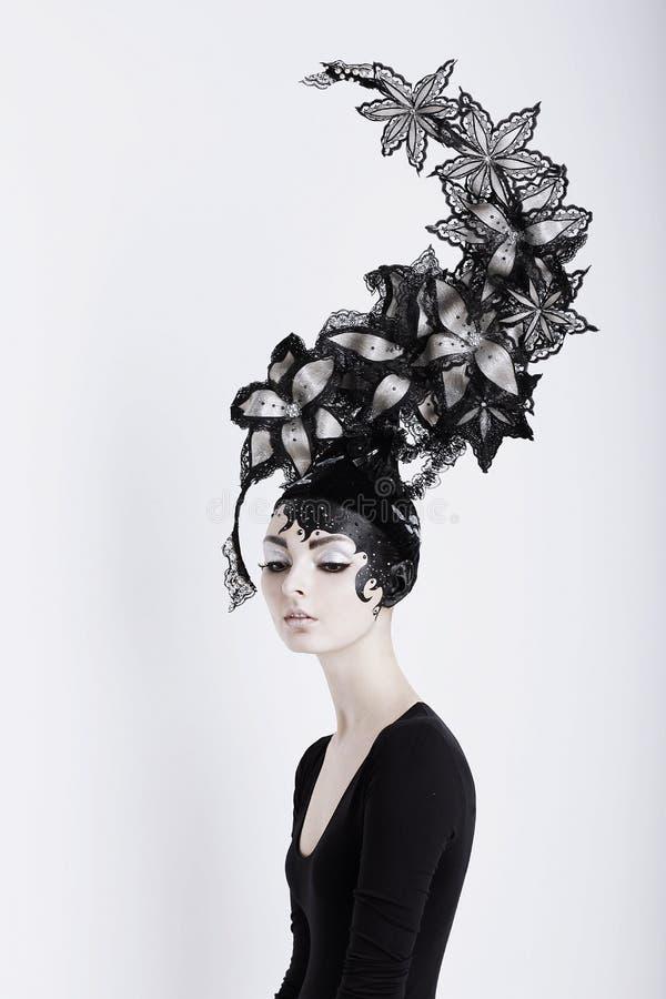 Concepto creativo Mujer futurista en Art Fabulous Headdress imagen de archivo libre de regalías