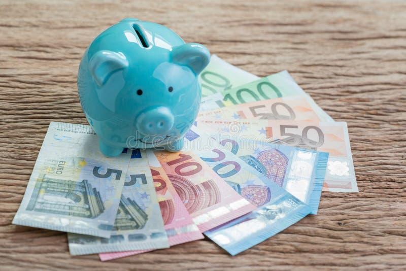 Concepto cuenta de dinero de los ahorros o de la economía de Europa financiera, azul fotos de archivo libres de regalías