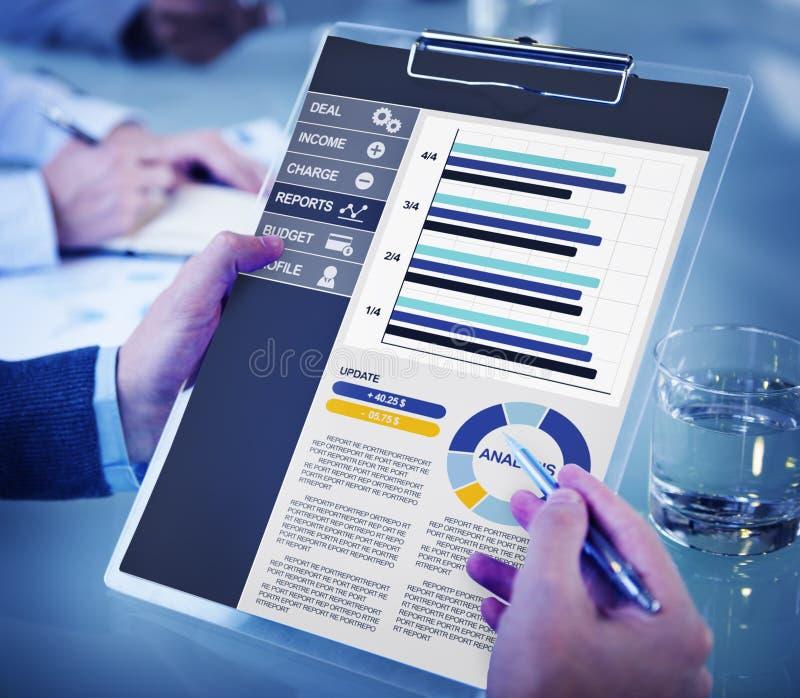 Concepto de Accounting Report Analysis del hombre de negocios fotos de archivo libres de regalías