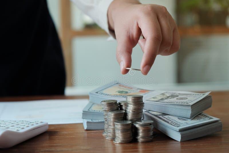 Concepto de ahorro de la economía del concepto de contabilidad imágenes de archivo libres de regalías