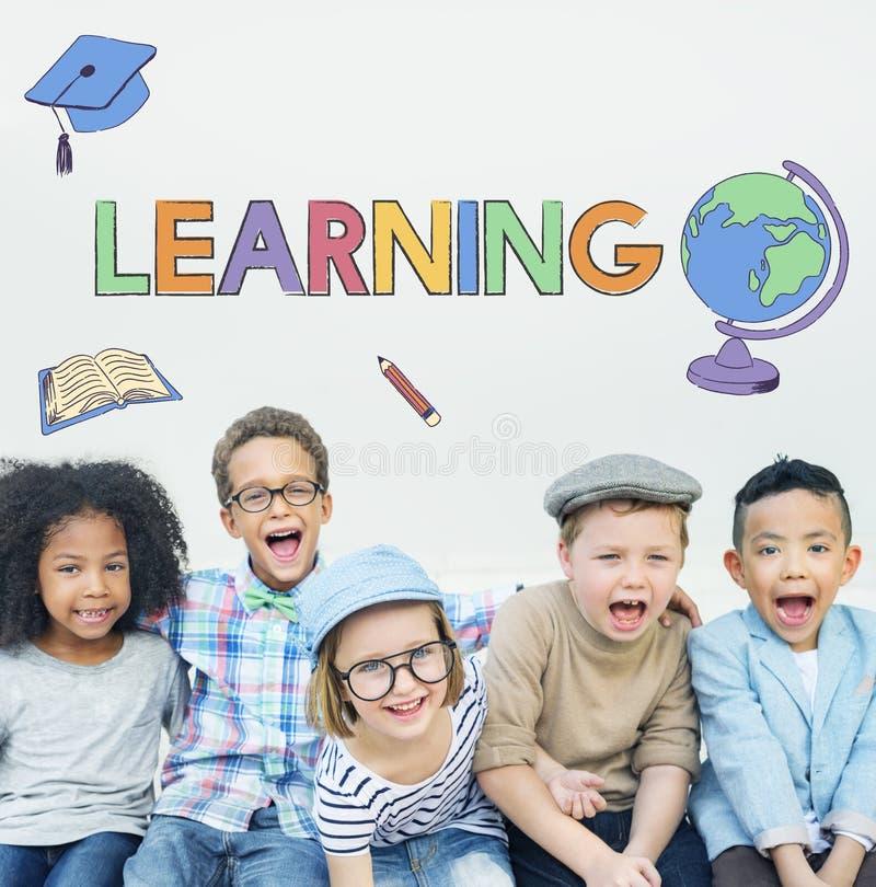 Concepto de aprendizaje académico del gráfico de los niños de la escuela imagen de archivo