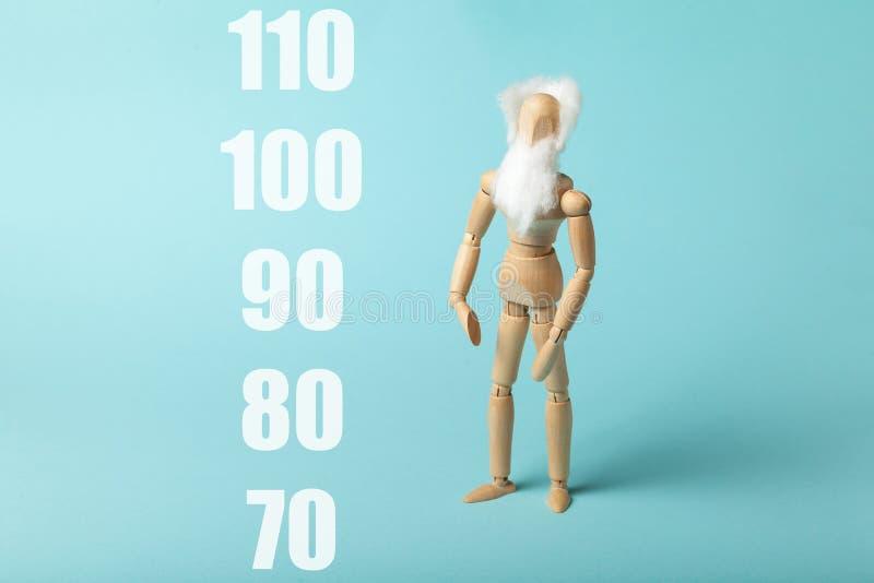 Concepto de aumento de la esperanza de vida de las personas, crecimiento de las personas de edad fotos de archivo