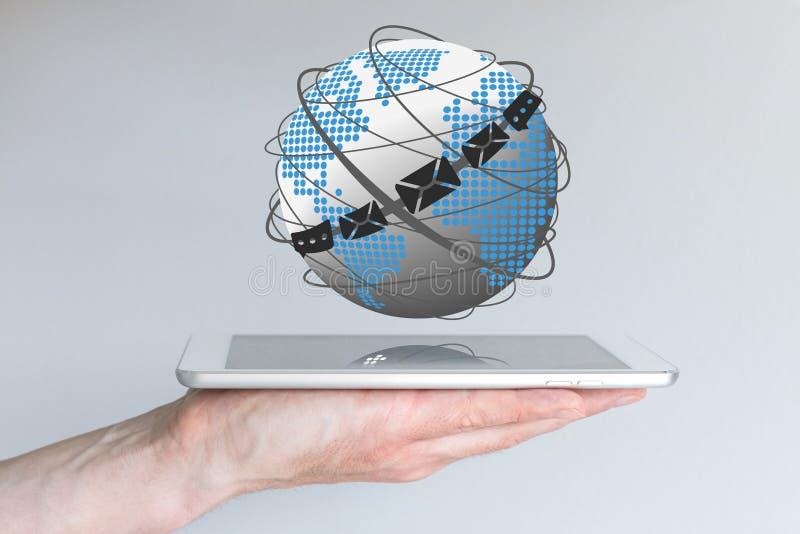Concepto de comunicación global vía correo electrónico, charla y clientes de mensajería fotos de archivo