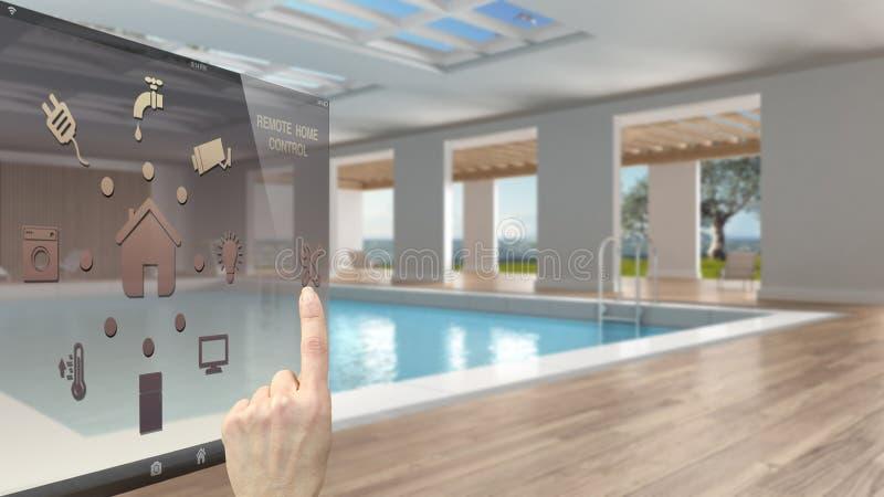 Concepto de control casero elegante, mano que controla el interfaz digital del app móvil Fondo borroso que muestra la piscina int fotografía de archivo libre de regalías